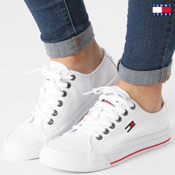 https://laboutiqueofficielle-res.cloudinary.com/image/upload/v1627651009/Desc/Watermark/3logo_tommy_jeans.svg Tommy Jeans - Baskets Femme Low Cut Vulcanized 1351 White