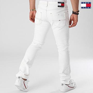 https://laboutiqueofficielle-res.cloudinary.com/image/upload/v1627651009/Desc/Watermark/3logo_tommy_jeans.svg Tommy Jeans - Jean Slim Scanton 9889 Ecru