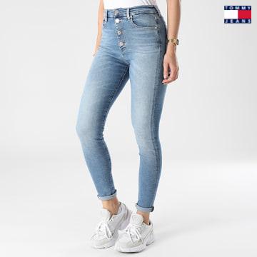https://laboutiqueofficielle-res.cloudinary.com/image/upload/v1627651009/Desc/Watermark/3logo_tommy_jeans.svg Tommy Jeans - Jean Super Skinny Femme Sylvia 9464 Bleu Denim
