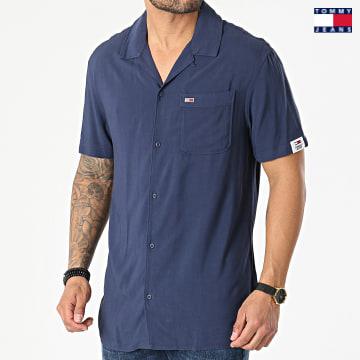 https://laboutiqueofficielle-res.cloudinary.com/image/upload/v1627651009/Desc/Watermark/3logo_tommy_jeans.svg Tommy Jeans - Chemise Manches Courtes Solid Camp 0645 Bleu Marine