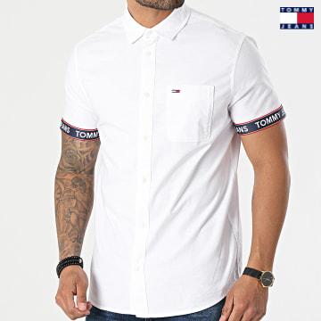 https://laboutiqueofficielle-res.cloudinary.com/image/upload/v1627651009/Desc/Watermark/3logo_tommy_jeans.svg Tommy Jeans - Chemise Manches Courtes Tape 0143 Blanc