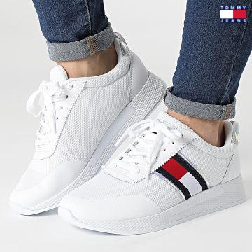 https://laboutiqueofficielle-res.cloudinary.com/image/upload/v1627651009/Desc/Watermark/3logo_tommy_jeans.svg Tommy Jeans - Baskets Femme Technical Flexi Sneaker 1359 White