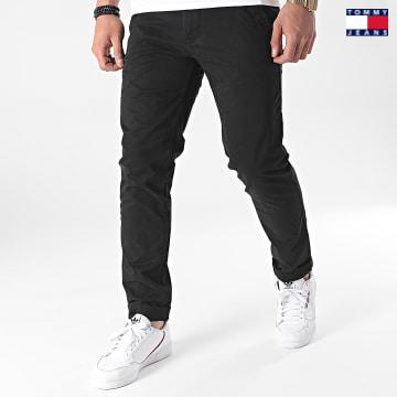 https://laboutiqueofficielle-res.cloudinary.com/image/upload/v1627651009/Desc/Watermark/3logo_tommy_jeans.svg Tommy Jeans - Pantalon Chino Slim Scanton 9595 Noir
