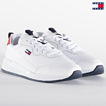 https://laboutiqueofficielle-res.cloudinary.com/image/upload/v1627651009/Desc/Watermark/3logo_tommy_jeans.svg Tommy Jeans - Baskets Femme Technical Detail Runner 1360 Red White Blue