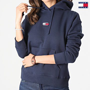 https://laboutiqueofficielle-res.cloudinary.com/image/upload/v1627651009/Desc/Watermark/3logo_tommy_jeans.svg Tommy Jeans - Sweat Capuche Femme Center Badge 0403 Bleu Marine