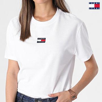 https://laboutiqueofficielle-res.cloudinary.com/image/upload/v1627651009/Desc/Watermark/3logo_tommy_jeans.svg Tommy Jeans - Tee Shirt Femme Center Badge 0404 Blanc