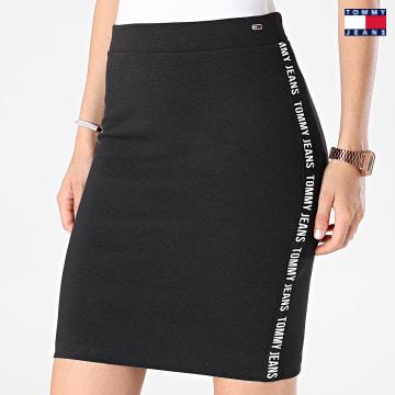 https://laboutiqueofficielle-res.cloudinary.com/image/upload/v1627651009/Desc/Watermark/3logo_tommy_jeans.svg Tommy Jeans - Jupe A Bandes Femme Bodycon 0573 Noir