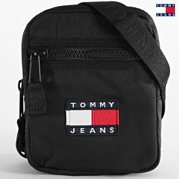 https://laboutiqueofficielle-res.cloudinary.com/image/upload/v1627651009/Desc/Watermark/3logo_tommy_jeans.svg Tommy Jeans - Sacoche Heritage Reporter 7599 Noir