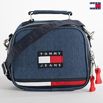 https://laboutiqueofficielle-res.cloudinary.com/image/upload/v1627651009/Desc/Watermark/3logo_tommy_jeans.svg Tommy Jeans - Sacoche Heirtage Denim 0237 Bleu Denim