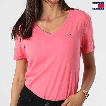 https://laboutiqueofficielle-res.cloudinary.com/image/upload/v1627651009/Desc/Watermark/3logo_tommy_jeans.svg Tommy Jeans - Tee Shirt Slim Femme Soft 9385 Rose