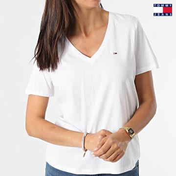 https://laboutiqueofficielle-res.cloudinary.com/image/upload/v1627651009/Desc/Watermark/3logo_tommy_jeans.svg Tommy Jeans - Tee Shirt Slim Femme Soft 9385 Blanc