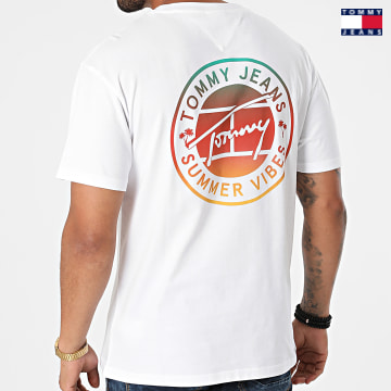 https://laboutiqueofficielle-res.cloudinary.com/image/upload/v1627651009/Desc/Watermark/3logo_tommy_jeans.svg Tommy Jeans - Tee Shirt Circular Graphic 0892 Blanc
