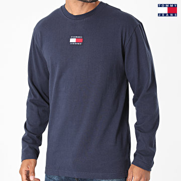 https://laboutiqueofficielle-res.cloudinary.com/image/upload/v1627651009/Desc/Watermark/3logo_tommy_jeans.svg Tommy Jeans - Tee Shirt Manches Longues Tommy Badge 0932 Bleu Marine