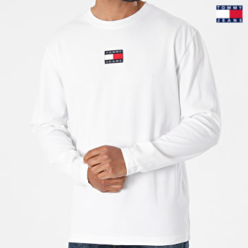 https://laboutiqueofficielle-res.cloudinary.com/image/upload/v1627651009/Desc/Watermark/3logo_tommy_jeans.svg Tommy Jeans - Tee Shirt Manches Longues Tommy Badge 0932 Ecru
