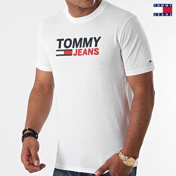https://laboutiqueofficielle-res.cloudinary.com/image/upload/v1627651009/Desc/Watermark/3logo_tommy_jeans.svg Tommy Jeans - Tee Shirt Corp Logo 0103 Blanc