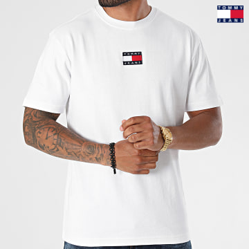 https://laboutiqueofficielle-res.cloudinary.com/image/upload/v1627651009/Desc/Watermark/3logo_tommy_jeans.svg Tommy Jeans - Tee Shirt Tommy Badge 0925 Blanc
