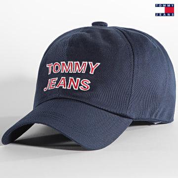 https://laboutiqueofficielle-res.cloudinary.com/image/upload/v1627651009/Desc/Watermark/3logo_tommy_jeans.svg Tommy Jeans - Casquette Graphic 0191 Bleu Marine