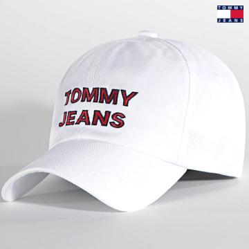 https://laboutiqueofficielle-res.cloudinary.com/image/upload/v1627651009/Desc/Watermark/3logo_tommy_jeans.svg Tommy Jeans - Casquette Graphic 0191 White