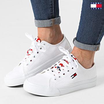 https://laboutiqueofficielle-res.cloudinary.com/image/upload/v1627651009/Desc/Watermark/3logo_tommy_jeans.svg Tommy Jeans - Baskets Femme Low Cut Vulcanized 1417 White