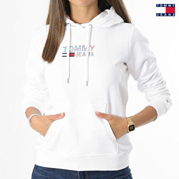 https://laboutiqueofficielle-res.cloudinary.com/image/upload/v1627651009/Desc/Watermark/3logo_tommy_jeans.svg Tommy Jeans - Sweat Capuche Femme Slim Metal Corp Logo 9247 Blanc Irisé
