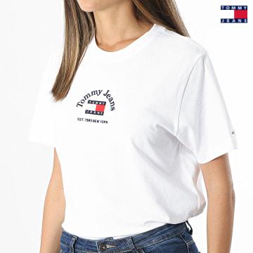 https://laboutiqueofficielle-res.cloudinary.com/image/upload/v1627651009/Desc/Watermark/3logo_tommy_jeans.svg Tommy Jeans - Tee Shirt Femme Crop Timeless Tommy 0417 Ecru
