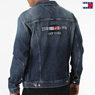 https://laboutiqueofficielle-res.cloudinary.com/image/upload/v1627651009/Desc/Watermark/3logo_tommy_jeans.svg Tommy Jeans - Veste Jean Regular Trucker 0841 Bleu Denim