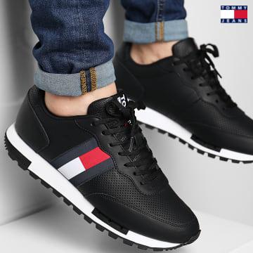 https://laboutiqueofficielle-res.cloudinary.com/image/upload/v1627651009/Desc/Watermark/3logo_tommy_jeans.svg Tommy Jeans - Baskets Retro Leather Runner 0726 Black