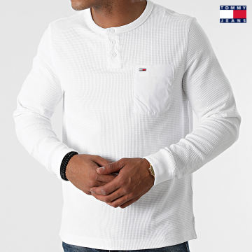 https://laboutiqueofficielle-res.cloudinary.com/image/upload/v1627651009/Desc/Watermark/3logo_tommy_jeans.svg Tommy Jeans - Tee Shirt Poche Manches Longues Waffle Pocket 1062 Blanc