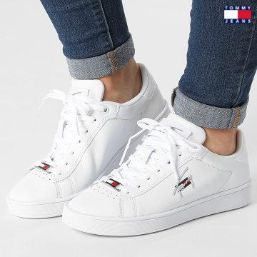 https://laboutiqueofficielle-res.cloudinary.com/image/upload/v1627651009/Desc/Watermark/3logo_tommy_jeans.svg Tommy Jeans - Baskets Femme Clean Cupsole 1425 White