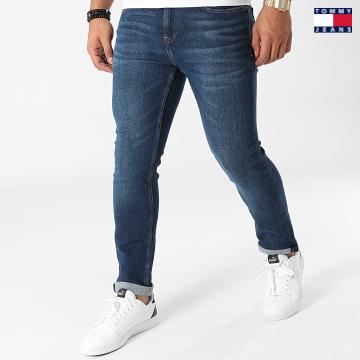 https://laboutiqueofficielle-res.cloudinary.com/image/upload/v1627651009/Desc/Watermark/3logo_tommy_jeans.svg Tommy Jeans - Jean Slim Scanton 0785 Bleu Denim