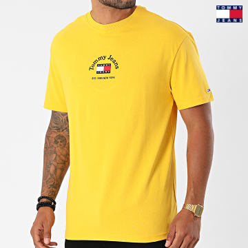 https://laboutiqueofficielle-res.cloudinary.com/image/upload/v1627651009/Desc/Watermark/3logo_tommy_jeans.svg Tommy Jeans - Tee Shirt Timeless Tommy 0939 Jaune