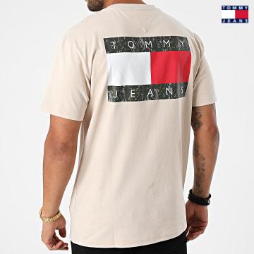 https://laboutiqueofficielle-res.cloudinary.com/image/upload/v1627651009/Desc/Watermark/3logo_tommy_jeans.svg Tommy Jeans - Tee Shirt Camo Flag Script 0950 Beige