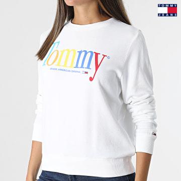 https://laboutiqueofficielle-res.cloudinary.com/image/upload/v1627651009/Desc/Watermark/3logo_tommy_jeans.svg Tommy Jeans - Sweat Crewneck Femme Color Tommy 10451 Blanc