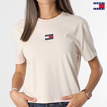 https://laboutiqueofficielle-res.cloudinary.com/image/upload/v1627651009/Desc/Watermark/3logo_tommy_jeans.svg Tommy Jeans - Tee Shirt Femme Center Badge Rose Clair