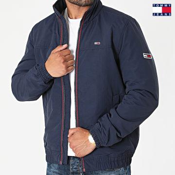https://laboutiqueofficielle-res.cloudinary.com/image/upload/v1627651009/Desc/Watermark/3logo_tommy_jeans.svg Tommy Jeans - Veste Zippée Essential Padded 0975 Bleu Marine
