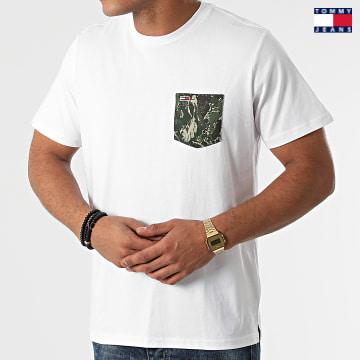 https://laboutiqueofficielle-res.cloudinary.com/image/upload/v1627651009/Desc/Watermark/3logo_tommy_jeans.svg Tommy Jeans - Tee Shirt Poche Contrast Pocket 0953 Blanc