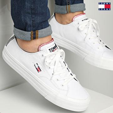 https://laboutiqueofficielle-res.cloudinary.com/image/upload/v1627651009/Desc/Watermark/3logo_tommy_jeans.svg Tommy Jeans - Baskets Long Lace Vulcanized 0802 White