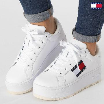 https://laboutiqueofficielle-res.cloudinary.com/image/upload/v1627651009/Desc/Watermark/3logo_tommy_jeans.svg Tommy Jeans - Baskets Femme Flatform Flag Branding 1504 White