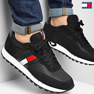 https://laboutiqueofficielle-res.cloudinary.com/image/upload/v1627651009/Desc/Watermark/3logo_tommy_jeans.svg Tommy Jeans - Baskets Retro Mix Runner 0812 Black