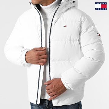 https://laboutiqueofficielle-res.cloudinary.com/image/upload/v1627651009/Desc/Watermark/3logo_tommy_jeans.svg Tommy Jeans - Doudoune Capuche Essential Down 2171 Blanc
