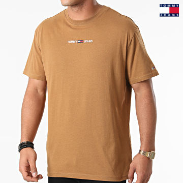 https://laboutiqueofficielle-res.cloudinary.com/image/upload/v1627651009/Desc/Watermark/3logo_tommy_jeans.svg Tommy Jeans - Tee Shirt Small Text 9701 Marron