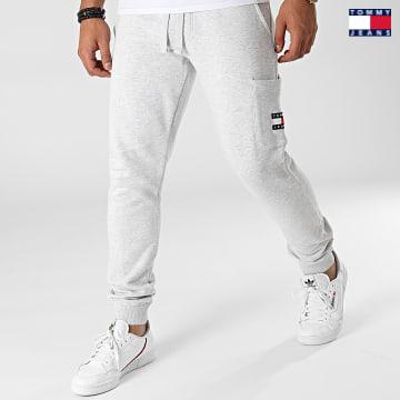 https://laboutiqueofficielle-res.cloudinary.com/image/upload/v1627651009/Desc/Watermark/3logo_tommy_jeans.svg Tommy Jeans - Pantalon Jogging Tommy Badge 1221 Gris Chiné