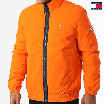 https://laboutiqueofficielle-res.cloudinary.com/image/upload/v1627651009/Desc/Watermark/3logo_tommy_jeans.svg Tommy Jeans - Veste Zippée Essential Padded 0975 Orange