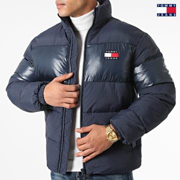 https://laboutiqueofficielle-res.cloudinary.com/image/upload/v1627651009/Desc/Watermark/3logo_tommy_jeans.svg Tommy Jeans - Doudoune Tonal Colorblock 1207 Bleu Marine