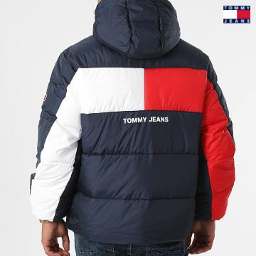 https://laboutiqueofficielle-res.cloudinary.com/image/upload/v1627651009/Desc/Watermark/3logo_tommy_jeans.svg Tommy Jeans - Doudoune Capuche Back Flag 2170 Bleu Marine