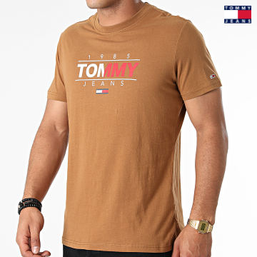 https://laboutiqueofficielle-res.cloudinary.com/image/upload/v1627651009/Desc/Watermark/3logo_tommy_jeans.svg Tommy Jeans - Tee Shirt Essential Graphic 1600 Marron