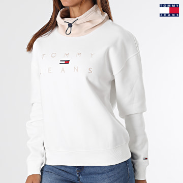 https://laboutiqueofficielle-res.cloudinary.com/image/upload/v1627651009/Desc/Watermark/3logo_tommy_jeans.svg Tommy Jeans - Sweat Col Amplified Femme Boxy Tonal Logo 1191 Blanc Beige