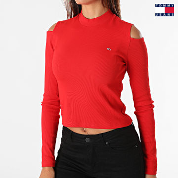 https://laboutiqueofficielle-res.cloudinary.com/image/upload/v1627651009/Desc/Watermark/3logo_tommy_jeans.svg Tommy Jeans - Tee Shirt Manches Longues Femme Crop Rib 1038 Rouge