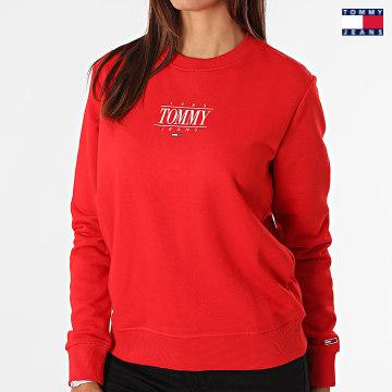 https://laboutiqueofficielle-res.cloudinary.com/image/upload/v1627651009/Desc/Watermark/3logo_tommy_jeans.svg Tommy Jeans - Sweat Crewneck Femme Regular Essential Logo 1046 Rouge