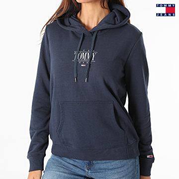 https://laboutiqueofficielle-res.cloudinary.com/image/upload/v1627651009/Desc/Watermark/3logo_tommy_jeans.svg Tommy Jeans - Sweat Capuche Femme Regular Essential Logo 1049 Bleu Marine